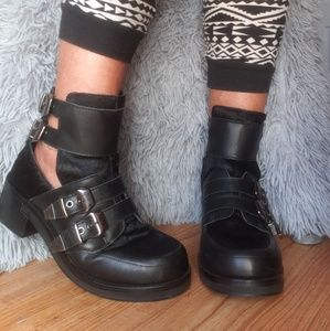 KURT GEIGER | Black Cut-Out Buckle Boots!